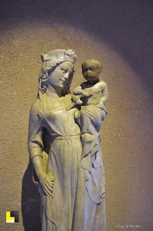 Statuette de vierge à l'enfant château comtal de Carcassonne photographie pascal blachier