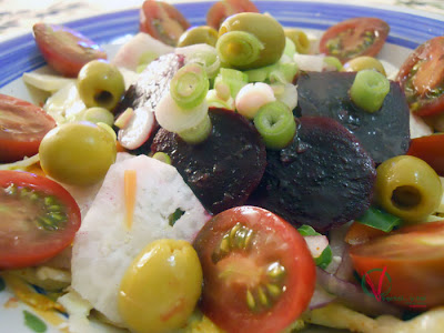 Ensalada picante con remolacha y cebollino.