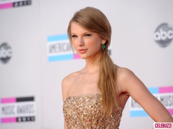 http://3.bp.blogspot.com/-qV6sFzVkV9s/TsoH8jG48WI/AAAAAAAAD28/DIK7Bi-KoTc/s1600/Taylor-Swift-at-the-2011-American-Music-Awards-1-580x435.jpg