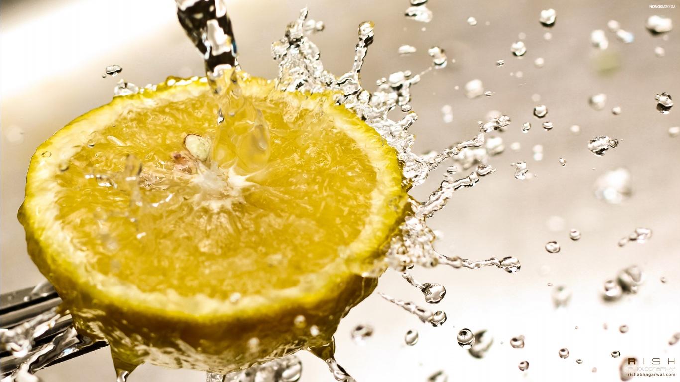 http://3.bp.blogspot.com/-qVBOi_nXe28/ULpbjsmNQoI/AAAAAAAALw8/y0OiWlvygjc/s1600/lemon-splash-desktop-%2526-mac-wallpaper.jpg