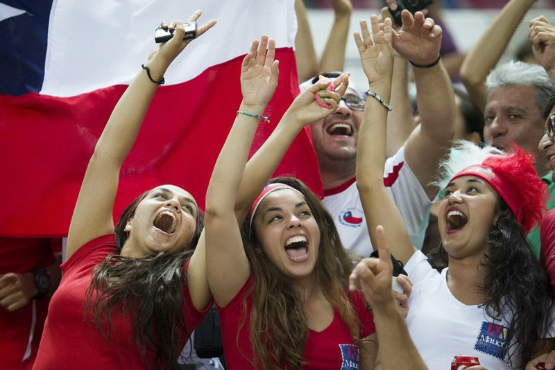 Copa América Chile 2015. Bellas aficionadas, sexys, lindas mujeres, bellezas latinas hot, chicas guapas. Imágenes calientes y fotos. Fútbol.