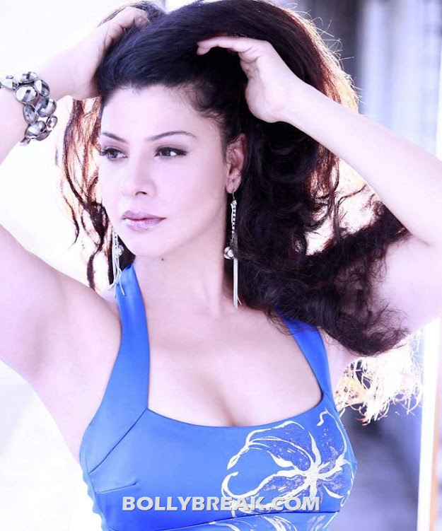 Sambhavna Seth tank top - Sambhavna Seth Hot Pics - 2012 Photoshoot