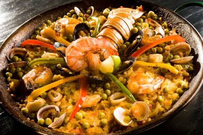 From what I've seen in the States and online, paella caribeña appears to be a seafood-style fried rice dish with peas. But the two things which mark it as _very_ un-Valencian: 1) it is usually loaded with ingredients, drowning out the rice and simplicity, and 2) it uses long-grain rice instead of the special round Spanish variety