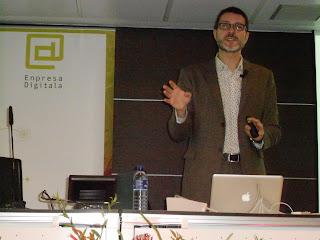 """Imagen de Víctor Puig en la Jornada """"Relaciones Públicas en Internet"""" - Mondragón"""