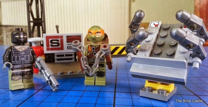 LEGO TMNT Turtle Van Takedown Set 79115 Review bag 1 stretcher and foot soldier michelangelo