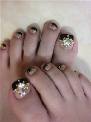 New-Season-Pedicure-Nail-Art-Ideas-9