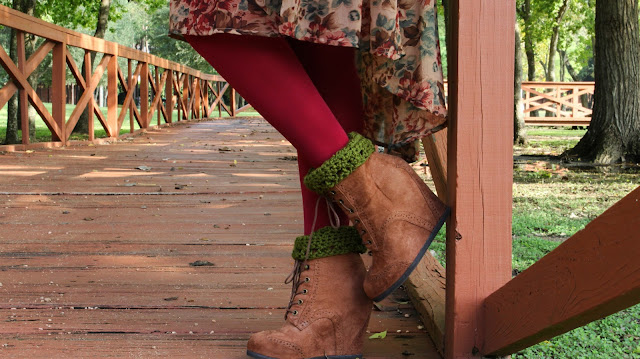 DIY: How To Crochet Simple Boot Cuffs // Free Crochet Pattern!