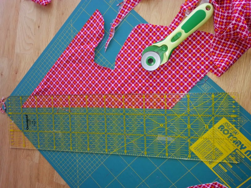 Repen stof snijden voor het zelf te maken biaisband