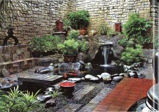 kolam atau taman air membawa kesegaran ke dalam taman sementara air