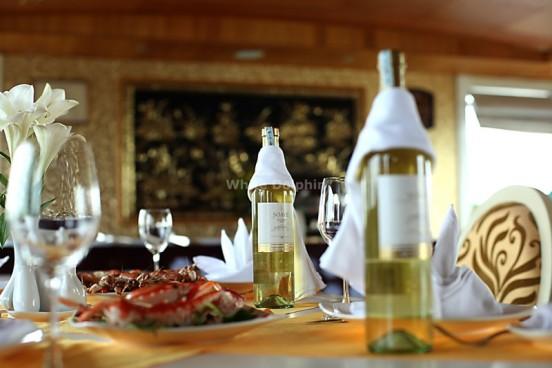 Wine - White Dolphin Cruise