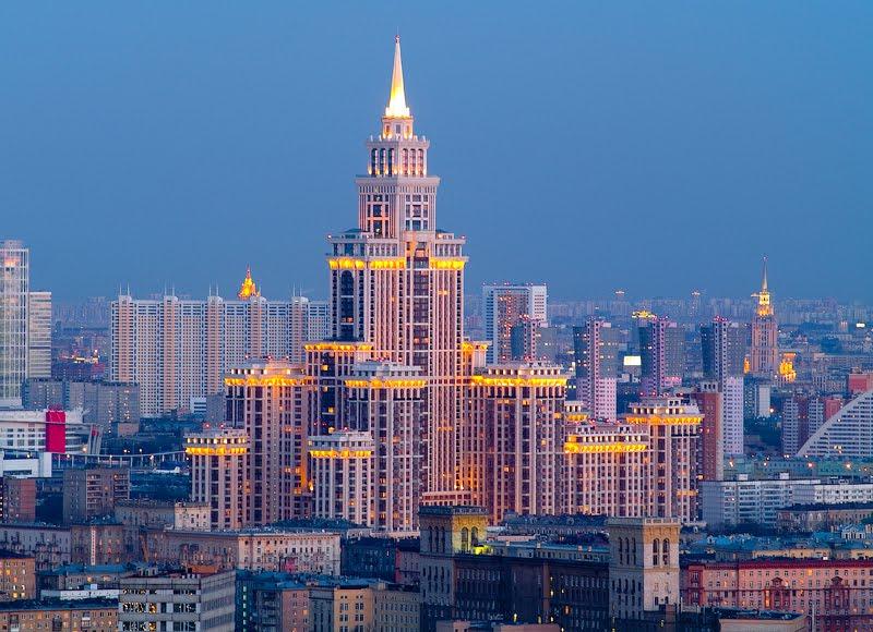 el edificio cuenta con pisos estando los ultimos ocupados por el hotel boutique triumph palace el hotel mas alto de moscu y europa