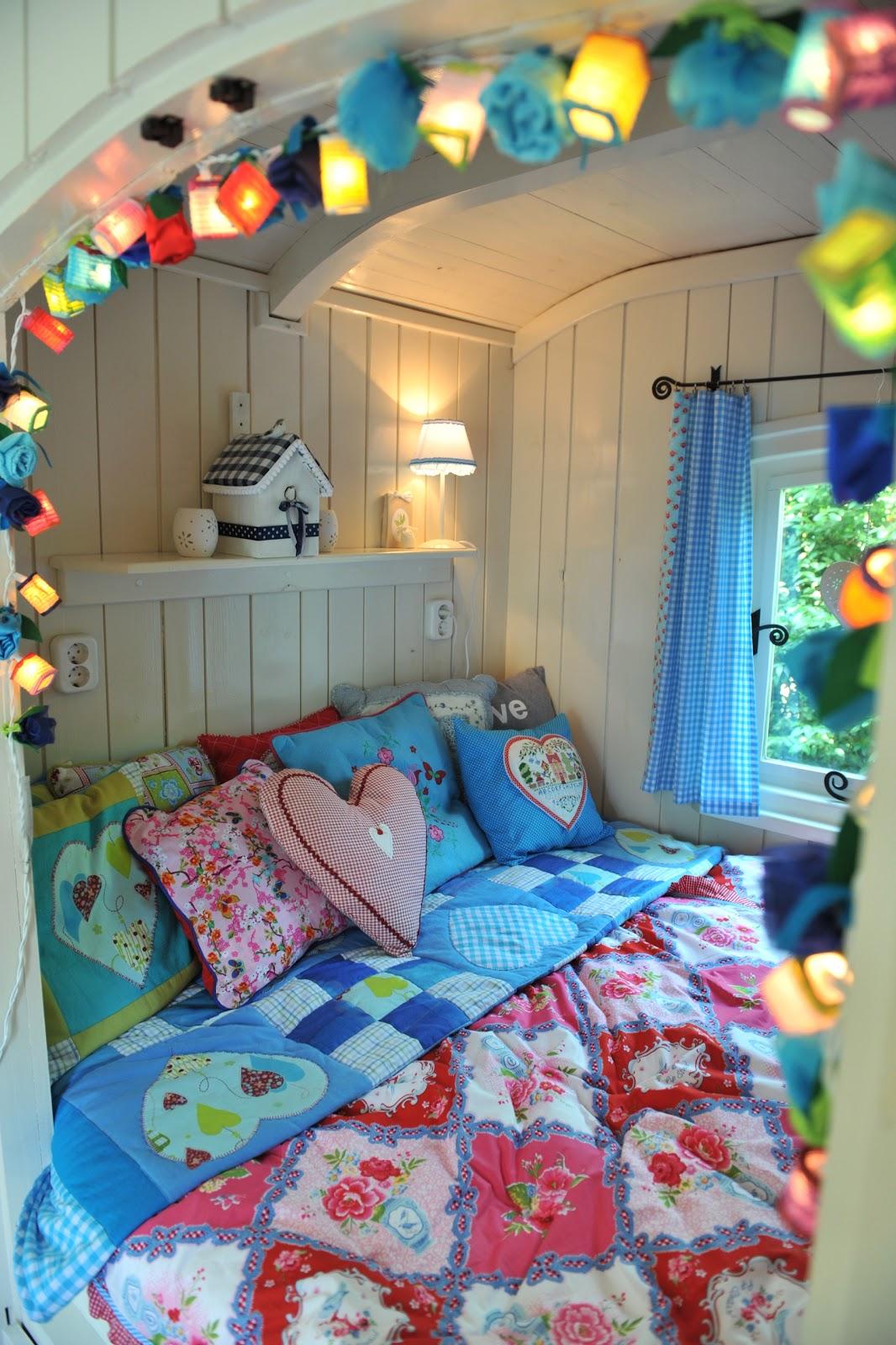 Pipowagen warm welkom begin van de lente bij warm welkom for Campervan bedroom ideas
