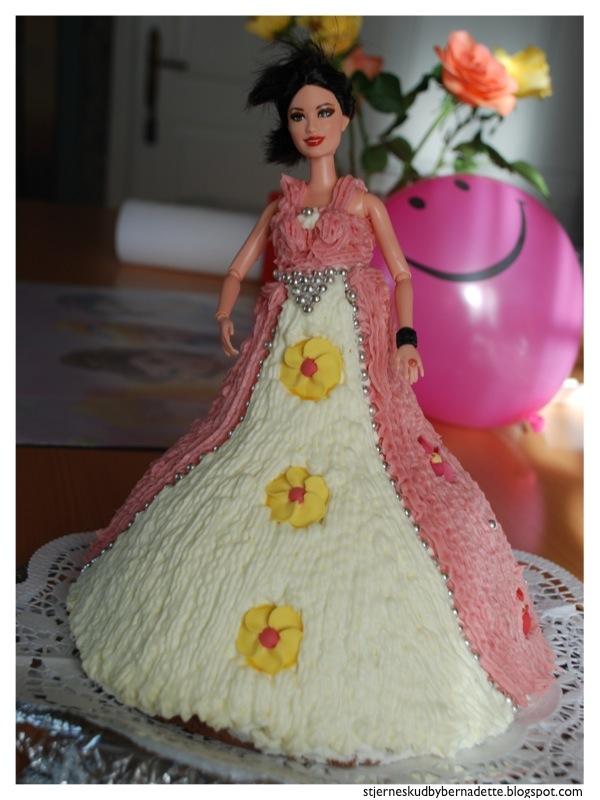 barbie kuchen mit buttercreme beliebte rezepte von urlaub kuchen foto blog. Black Bedroom Furniture Sets. Home Design Ideas