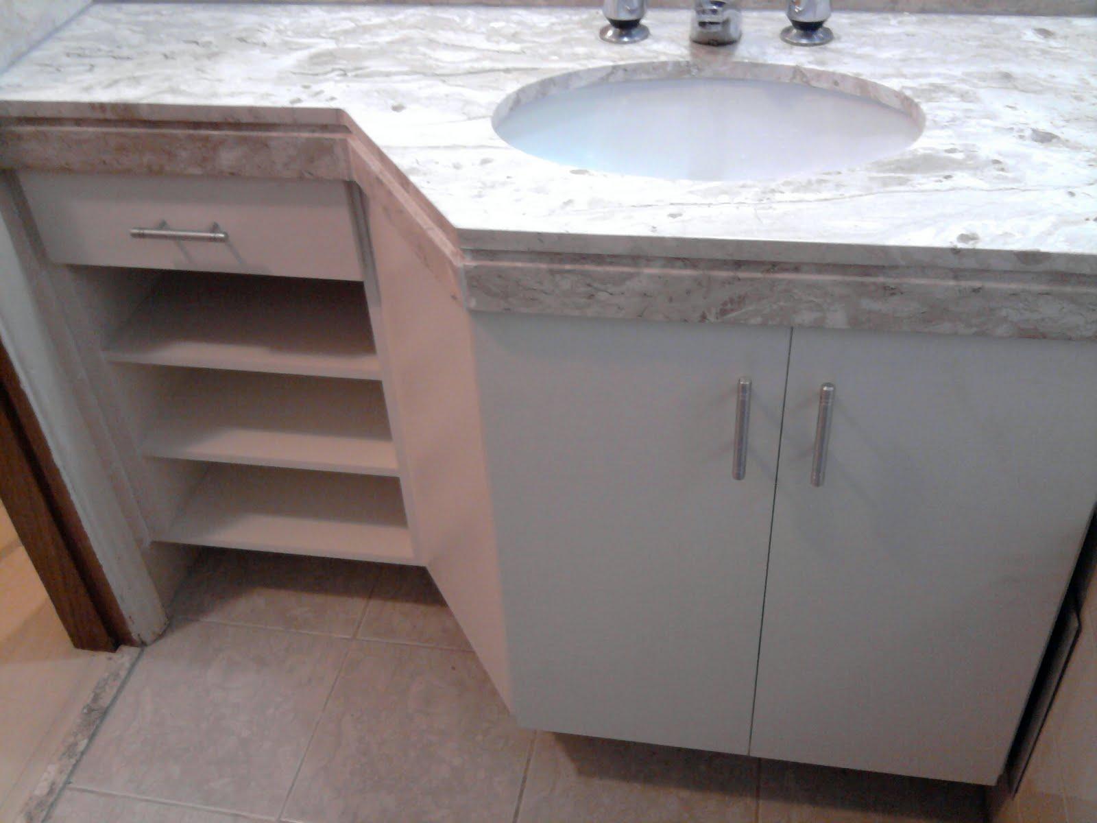 Francisco Pai & Filho Gabinete de Banheiro Chanfrado -> Armario De Banheiro Planejado Com Cesto De Roupa