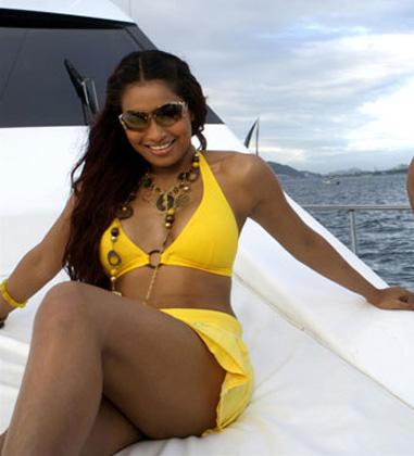 Bipasha Basu Bikini Pics - Hot - BIKINI PICTURES - Famous Celebrity Picture