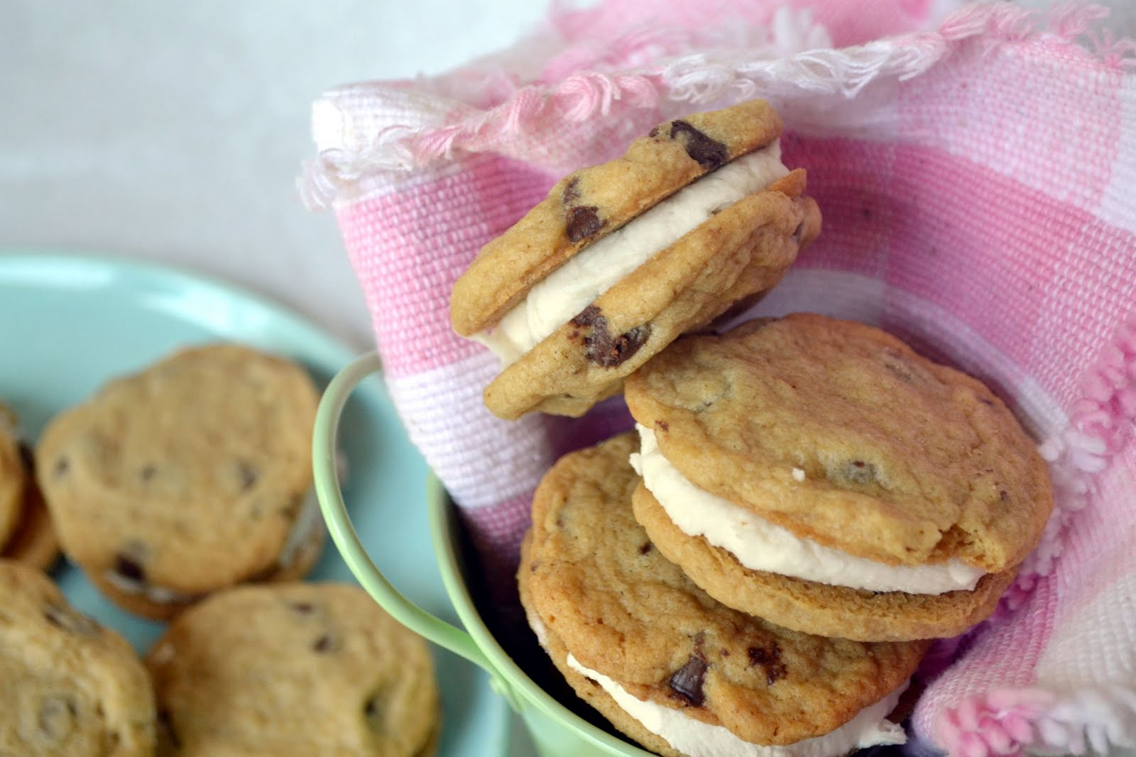... Katie's Baking: Chocolate Chip Cookie Sandwiches with Cream Filling