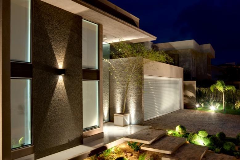 Construindo minha casa clean jardins externos fachadas for Frente casa moderna