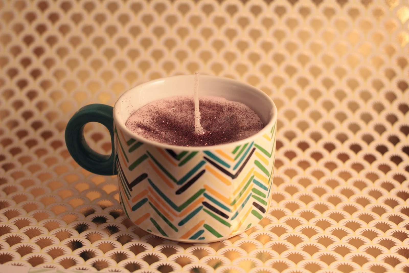 hot chocolate candle diy, homemade christmas gift, candle tutorial, candle in cup tutorial,