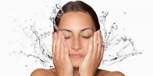 Manfaat mandi pagi yang dapat menjaga kelembapan serta kesegaran kulit