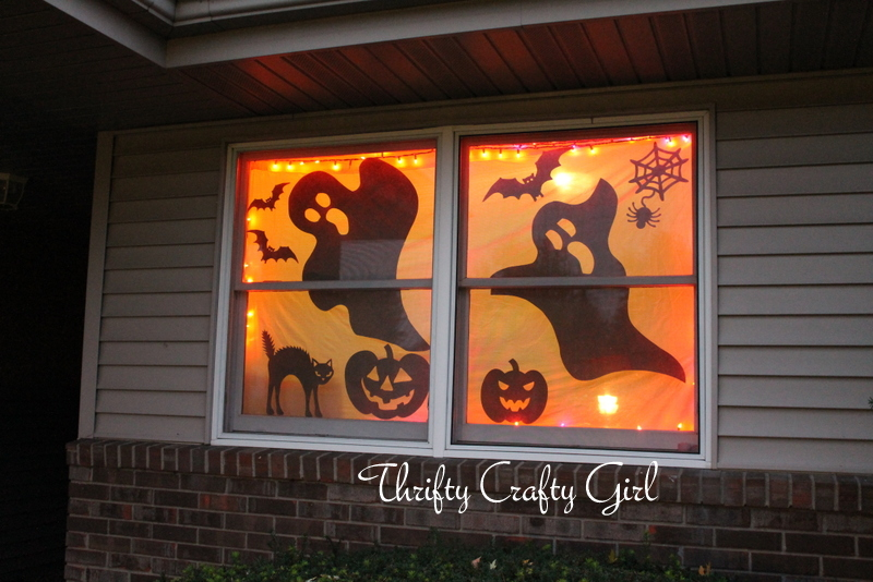 Thrifty crafty girl 31 days of halloween one dollar for Halloween window designs