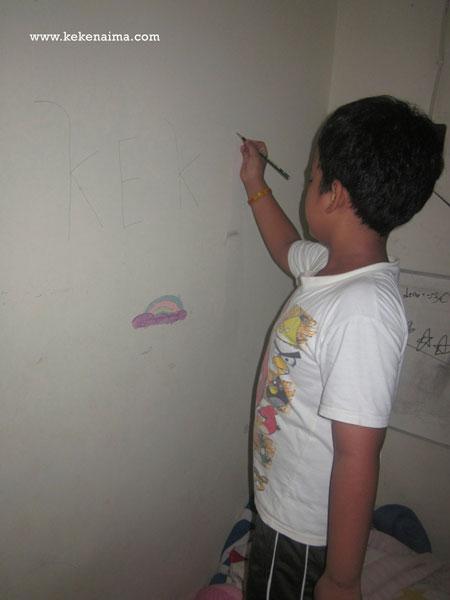 anak mencoret-coret tembok, stationery