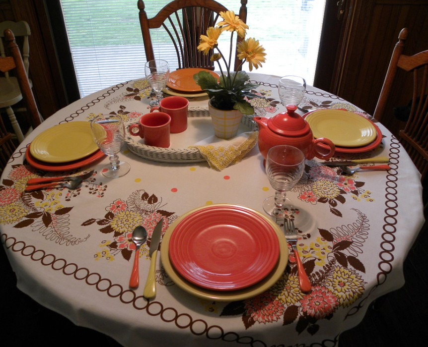 The Pink Rose Cottage: Warm and Sunny Fiestaware Tablescape