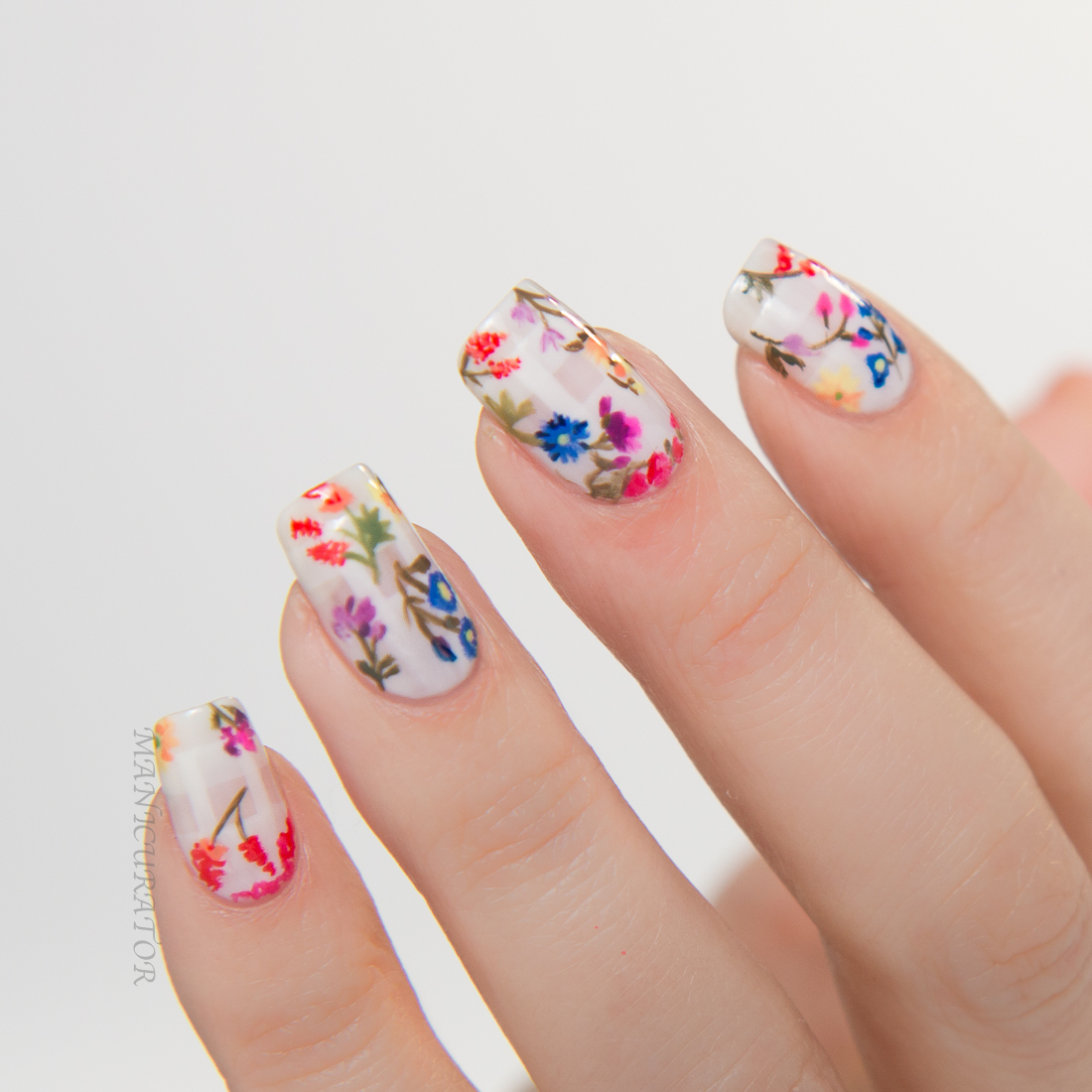 Nail-Art-Emmy-Rossum-Oscar-de-la-Renta-Nailart