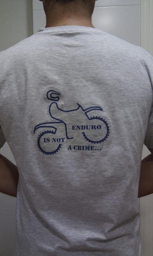 Enduro is not a crime. Camisetas Patarránicas