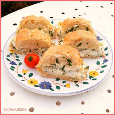 image-Ciabatta garni : crème, gruyère, oignon blanc et persil