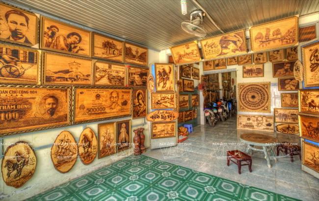 voyages au vietnam et ailleurs arts h ngoc hi u un passionn de pyrogravure sur bois. Black Bedroom Furniture Sets. Home Design Ideas