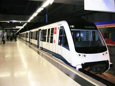 Metro de Madrid, Estación Campo de las Naciones, Madrid, vuelta al mundo, round the world, La vuelta al mundo de Asun y Ricardo