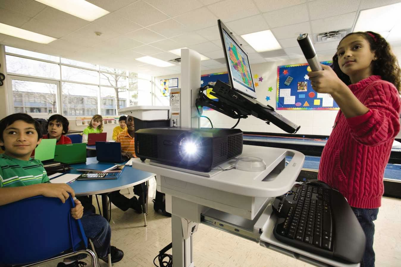Classroom Projectors, DLP or lcd projectors, new tech,