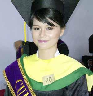 sarjana termuda di indonesia