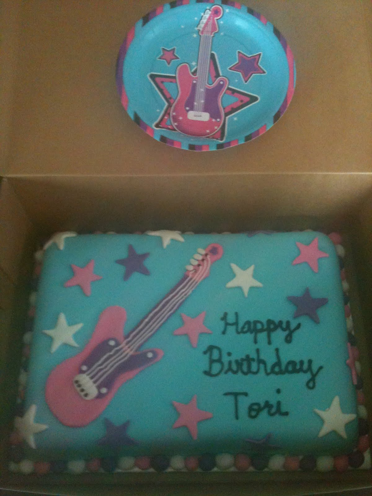 Rock Girl Birthday Cake http://cakesbyjoanna.blogspot.com/2011/09/rock-star-birthday-girl.html