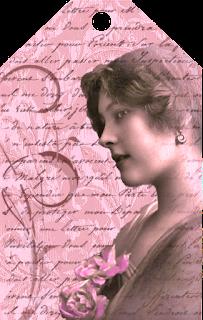 tag vintage imprimible de color magenta para scrapbooking con chica vintage y flores rosas