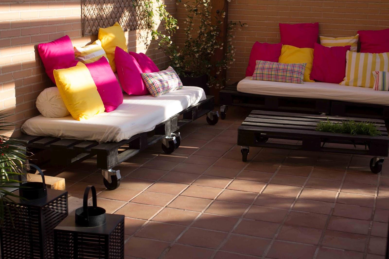 Sof de pal s para la terraza bricolaje for Colchoneta sofa exterior