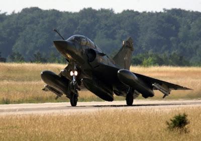 Os 10 rasantes mais impressionantes de aviões de guerra