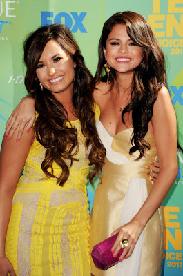 Selena Gomez & Demi Lovato Teen Choice Award 2011