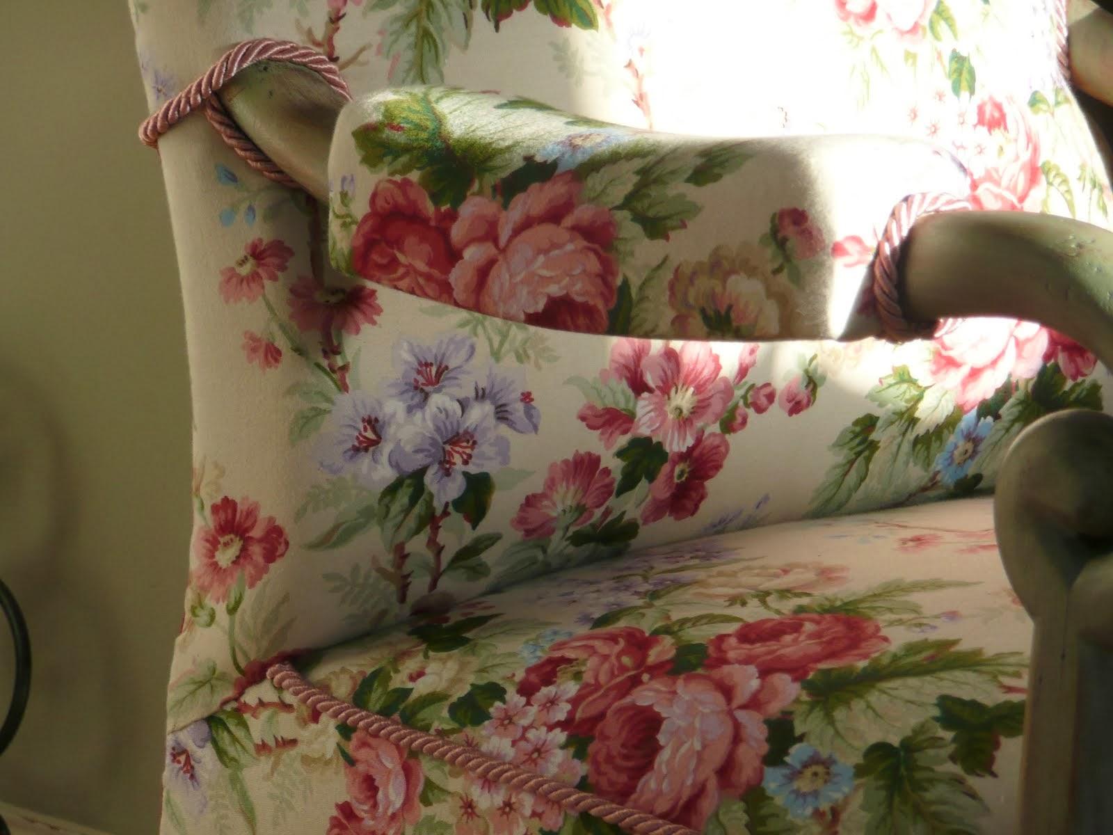 Piękny fotel tepicerowany lnem