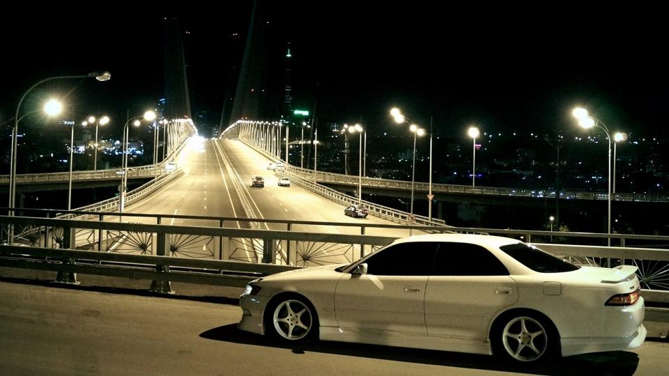Toyota Mark II X90, japoński usportowiony sedan, napęd na tył, RWD, silniki R6, 1JZ-GTE, JDM, na rynek japoński, driftowóz, popularny, kultowy