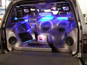 Audio sound system mobil dipasang untuk penuhi keperluan audio yang lebih baik. Tetapi, pada umumnya orang yang suka mendengarkan genre musik yang berbeda menemukan bahwa system audio basic tak bisa memenuhi keperluan mereka