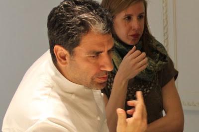 Paco Roncero probando los quesos de Granja Cantagrullas. Blog Esteban Capdevila