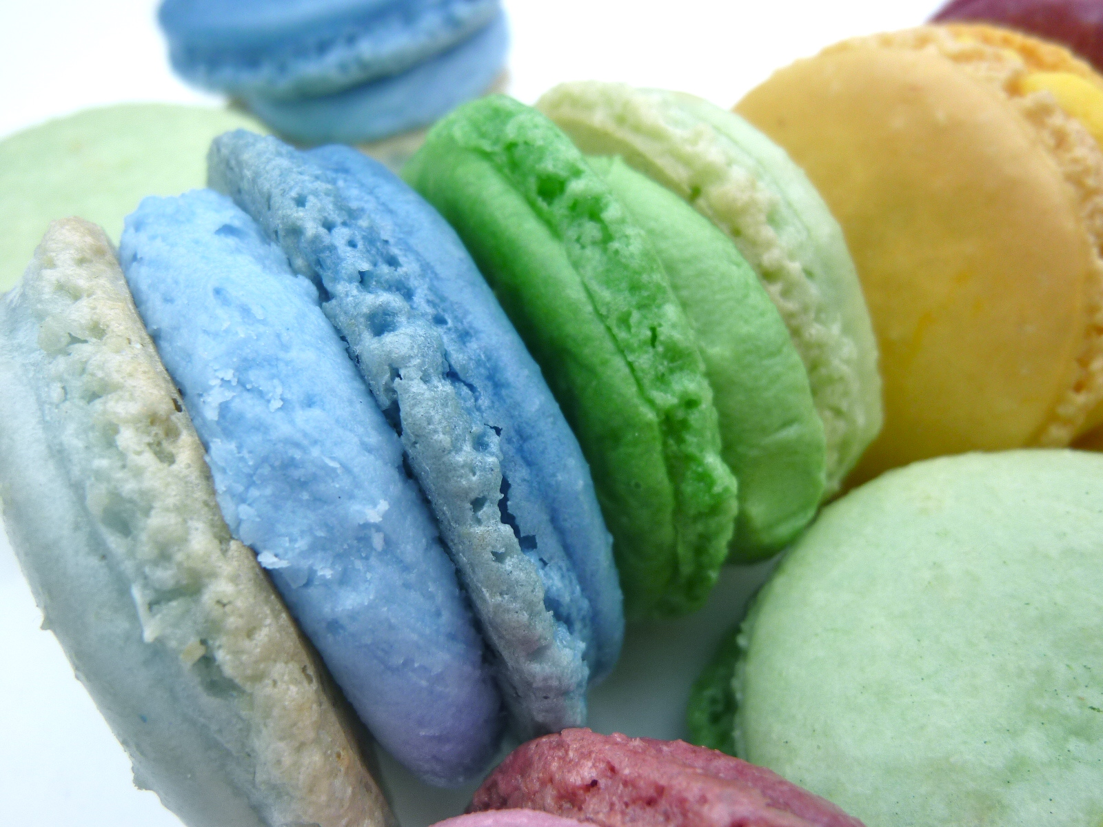Diary of a Mad Hausfrau: Ombre French Macarons - MacTweet ...