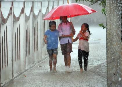 Main Hujan Hujanan