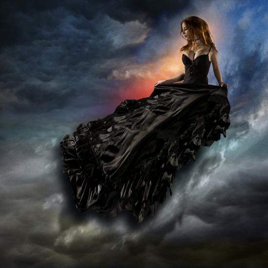 Mujer de vestido negro