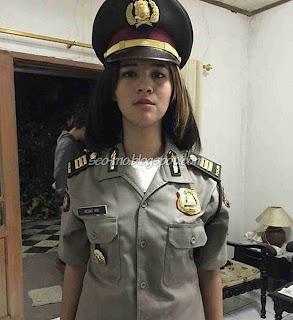 Foto Sabrina Sameh pakai Seragam Polisi