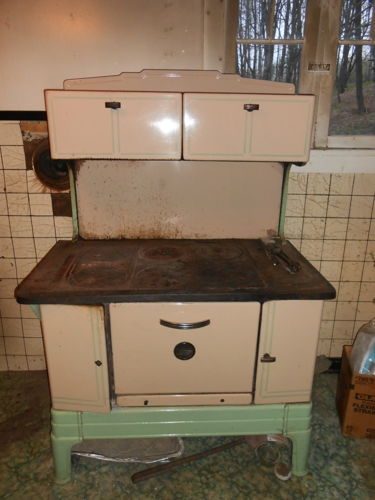 The same model stove as Rue and Ruth's for sale on eBay. - Wood Cookstove Cooking: An EBay Find