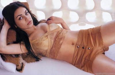 Mila Kunis Glamor Wallpaper