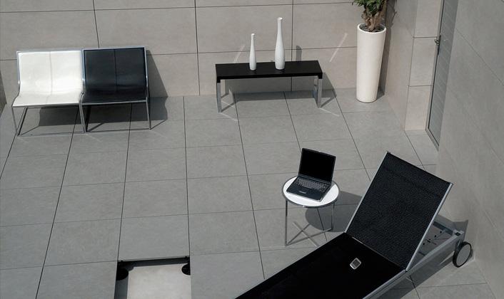 los espacios con pendientes y desniveles ya no suponen ningn problema con el sistema de suelo tcnico elevado para exteriores de butech