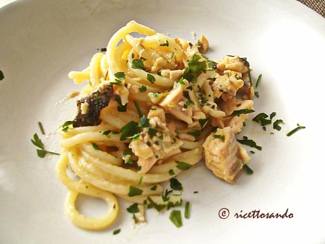 Spaghetti con trota salmonata ricetta primi di pesce
